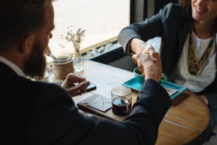 project-management-kickoff-meeting-meet-customer